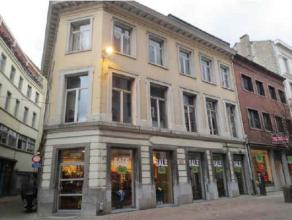 Location Commercial property with excellent visibility located Kammenstraat at walking distance from the Nationalestraat and Wilde Zee. Neighbouring r