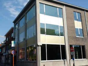 Location Commercial ground floor with excellent visibility located Statiestraat in Zwijndrecht. Neighbouring retailers Kruidvat, Eurospar, ... Charact