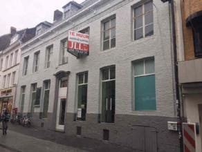 Location Commercial ground floor with beautiful front ideally located Lange Steenstraat and in front of the entrance of the K in Kortrijk. Neighbourin