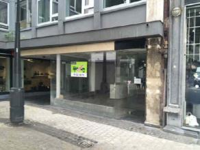 Description LocationThis commercial ground floor is located in the best commercial part of the rue des Dominicains in Liège and presents an exc