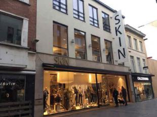 Location Beautiful new building located Kapellestraat, close to the Wapenplein and next to the Feest- en Cultuurpaleis. It regards the letting of the