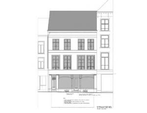 Location Top-situated commercial ground floor with basement and large frontage, in the nice pedestrian shopping street of Ghent. Neighbouring retailer