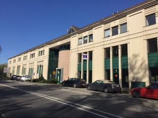 Het gebouw werd afgewerkt volgens de hoogste standaard met kwaliteitsvolle receptieruimtes, hydraulische lift, cooling. De onmiddellijke omgeving is n