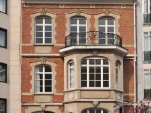 - Herenhuis - Totaal kantoren +/- 900 m² - Voorzijde: 8,70 m - Een appartement ligt op de 3ste verdieping. - Gemakkelijke bereikbaarheid met open