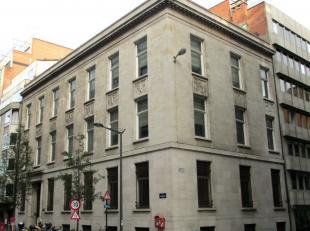 Categorie gebouw Gebouw met uitstraling Specifieke kenmerken 1.525 m² over 0 +3 verdiepingen Bestaande scheidingswanden &