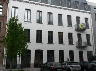 Leeftijd gebouw - Nieuwbouw (2011) Specifieke kenmerken - Semi-casco kantoor/showroom - Vloerverwarming en chape aanwezig - Vrije hoogte: 3,5m - Priva