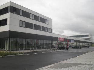 Leeftijd gebouw - Splinternieuw Specifieke kenmerken - Goede mix van retail, kantoren en woongelegenheden - Goede visibiliteit - Veel groenvoorziening