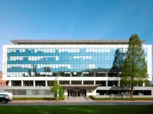 Leeftijd gebouw - Gerenoveerd in 2007 Specifieke kenmerken - Totaal of +/- 8.900 m² op 0 + 6 verdiepingen - Brede en flexibele verdiepingen - Vol