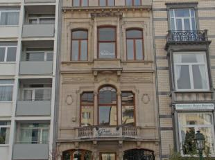 - Prachtig herenhuis - High standing - volledig gerenoveerd - Gelijkvloers + 4 verdiepingen + ondergrondse archieven - Open space of gesloten kantoren