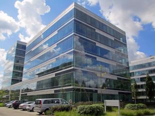 """- +/- 15.344 m² op 0 +6 verdieping - De 1ste verdieping wordt te huur aangeboden als """"Flexcorner"""" beschikbaar vanaf 24 m²; specifieke huurpr"""