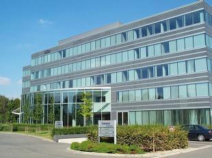 - Totaal +/- 4.896 m² op 0 + 5 verdiepingen - Complex van 8 gebouwen - Goede zichtbaarheid - Vernieuwde oppervlakten - Nieuwe inkomhall
