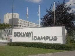 - Solvay Campus Brussel, een multi-bedrijven centrum en het hoofdkantoor van de Groep - De site hoost ook andere bedrijven die geen deel van de groep