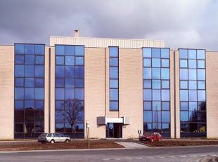 - Astrid Business Center omvat 4 gebouwen - Astrid II : totaal van +/- 4.743 m² op 0 +3 verdiepingen - Vloertype: 571 m² - Opsplitsbaar vana