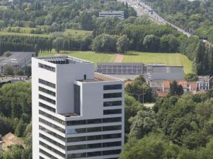 Leeftijd gebouw - 2014 Specifieke kenmerken - Nieuwbouw - Ingedeelde en afgewerkte kantoorruimte - Leasing over te nemen/onderhuurscenario dmv. terbes