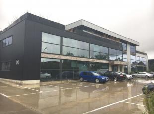 Leeftijd gebouw - 2013 Specifieke kenmerken - Kantoren zijn combineerbaar - Parking rondom gebouw - Luxueuze en praktisch ingerichte kantoren