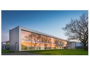 Situation et informations générales<br /> Zoning Nord de Wavre.<br /> Environnement d'immeubles de bureaux et d'entrepôt<br /> A p