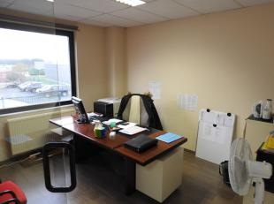 Business center situé dans le parc de l'Alliance à Braine-l'Alleud. Location de bureaux avec des superficies allant de 15m² &agrave