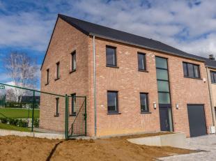 Dans un nouveau clos résidentiel, spacieuse villa neuve sur en terrain de ca cloturé. Celle-ci est composée : d'un Hall d'entr&ea
