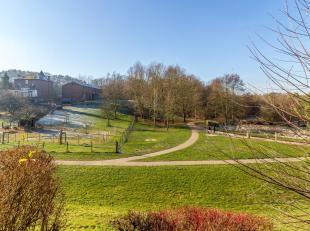 Situation exceptionnelle et vue imprenable pour cette belle maison construite en 1995 dans le quartier des Bruyères (Lac de Louvain-la-Neuve).