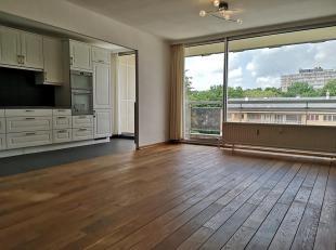 Lumineux appartement entièrement remis à neuf de 60 m² avec terrasse sud ouest de 8 m² comprenant living avec plancher en ch&e