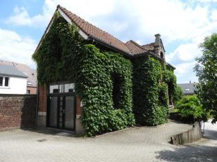 WAVRE GARE : Dans une belle dépendance séparée d'une maison de maître, très bel espace de bureaux à louer. Su
