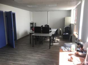 Bureau de 32m² disponible dans un plateau de bureaux chaleureux et ultra équipé du Zoning Nord de Wavre. Accès aux sanitaire
