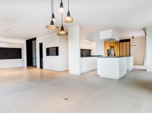 Idéalement situé au cur de Louvain-la-Neuve au niveau de l'Aula Magna et du lac, au 2ème étage d'un immeuble neufs, cet ap
