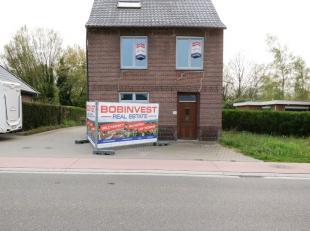 Op de Hamonterweg 199 te Bocholt bieden we een ruime, volledig instapklare gezinswoning aan met vier slaapkamers. Gelegen op de belangrijke verbinding