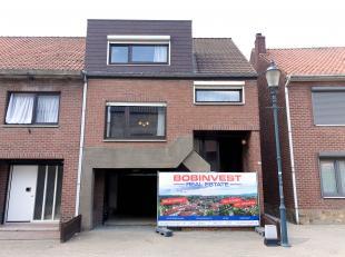 In de Schoorstraat te Maasmechelen bieden we op huisnummer 5A een leuk renovatieprojectje aan.<br /> <br /> De woning bevindt zich op een rustige maar