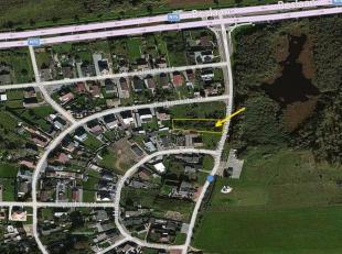 Mooie vlakke  bebouwing , rustig gelegen in een residentiële wijk ; groot 9a 42 ca.<br /> Breedte grond : 18 m<br /> diepte grond   :  52,33 m