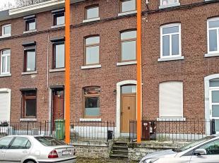REZ-DE-CHAUSSEE : ± 41 m²<br /> - Salon de ± 16 m² sur carrelage, possibilité de cheminée,<br /> - Cuisine de &p