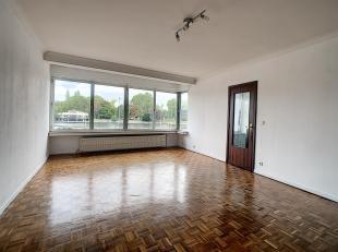 Appartement 1er étage avec ascenseur de ±93m²<br /> -Hall d'entrée s/carr avec WC indép. ±6m²<br /> -S&ea
