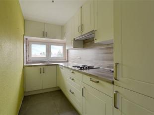 Deels gerenoveerd triplex appartement te koop in Rekem.<br /> Op de steenweg in Rekem bevindt zich dit triplex appartement. <br /> Dit pand maakt deel