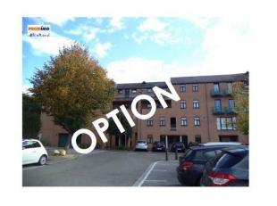 Sympathique appartement 1 chambre de +/- 65 m² , terrasse, emplacement de parking intérieur et cave. COMPOSITION: Hall dentrée, WC