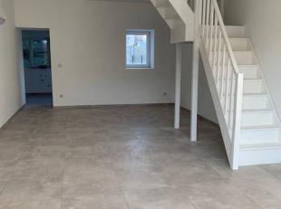 Maison tout confort avec parking, terrasse, jardin.Composition RDC: hall d'entrée, salon/ salle à manger, cuisine équipée,