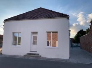 Maison 3 façades tout confort( nouvelle construction) avec parking, terrasse, jardin.Composition RDC: hall d'entrée, salon/ salle &agrav
