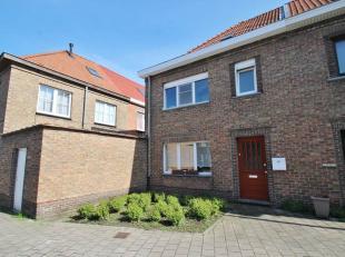 U zoekt een aangename woning met 3 slaapkamers en tuintje op een goede ligging? Bereikbaarheid naar Gent - centrum, goede invalswegen in de directe om
