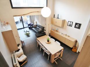 U zoekt een leuke woning in Gent? Kom dan zeker deze woning ontdekken!<br /> De woning werd in 2003 grondig gerenoveerd en is voorzien van alle hedend