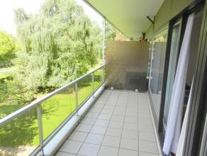 EXPO  ATOMIUM  PARC DE LAEKEN  très bonne situation, appartement de +/- 85m² avec terrasse. Comprenant hall dentrée avec vestiaire,