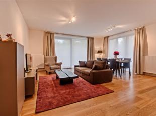 CASALINA Real Estate stelt te huur - een mooi appartement, gemeubeld met woonkamer, 3 slaapkamers en 2 badkamers. Dit appartement is gelegen in de nab