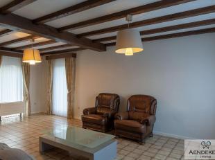 Deze gezinswoning met drie slaapkamers en inpandige garage is rustig gelegen te Dilsen-Stokkem.<br /> In deinkomhal vind je het gastentoilet en de tra