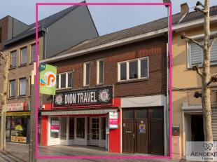Dit handelspand met woning is gelegen aan de Pauwengraaf in Maasmechelen, een bekende winkelstraat.<br /> Momenteel is het pand ingericht als handelsp