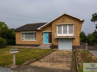 Deze vrijstaande split level woning is gelegen te Opoeteren, een landelijke deelgemeente van Maaseik. Het pand ligt op een uitgestrekt perceel en je k