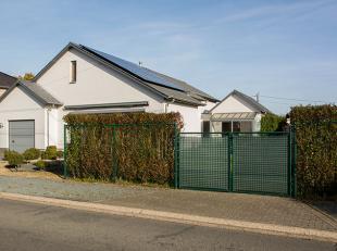 Volledig instapklare woning op 542m² voorzien van zonnepanelen met een totale leefruimte van 53m². <br /> <br /> LET OP HET EPC DATEERT VAN
