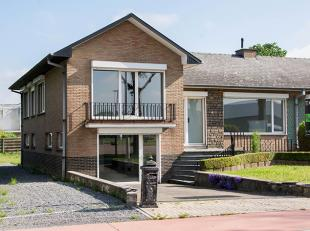 Gerenoveerde 3 SLK woning op een perceel van 600m² met een polyvalente ruimte van maar liefst 25m². <br /> De woning is gelegen in een mooie