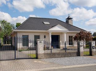 Prachtig onderhouden 3 SLK woning met een leefruimte van 87m² met dubbele garage op perceel van 895m². <br /> Gelegen in een zeer rustige st