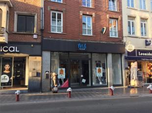 Retail surface located in the heart of the main shopping street of Wavre. The store has 260 m² with a wide frontage of 8 m. Immediately available