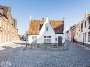Authentieke, instapklare DUBBELWOONST met afzonderlijke toegangen en stadstuin in de historische binnenstad van Brugge in het rustige Sint-Annakwartie