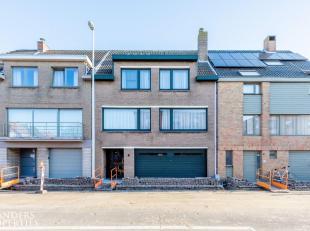 Verrassend RUIME bel-étagewoning gelegen in een rustige woonwijk te Blankenberge. Deze praktisch ingedeelde woning beschikt over 3 à 4 s