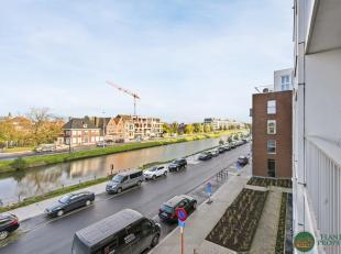 RECENT en LICHTRIJK 2-slaapkamer appartement met autostaanplaats op een steenworp van het centrum van Brugge. Het appartement gelegen op de 2de verdie